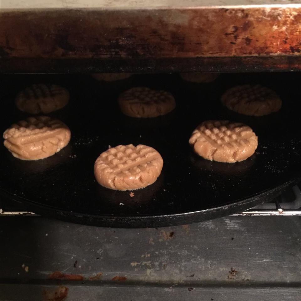 Soft and Chewy Peanut Butter Cookies innerpeaceforu