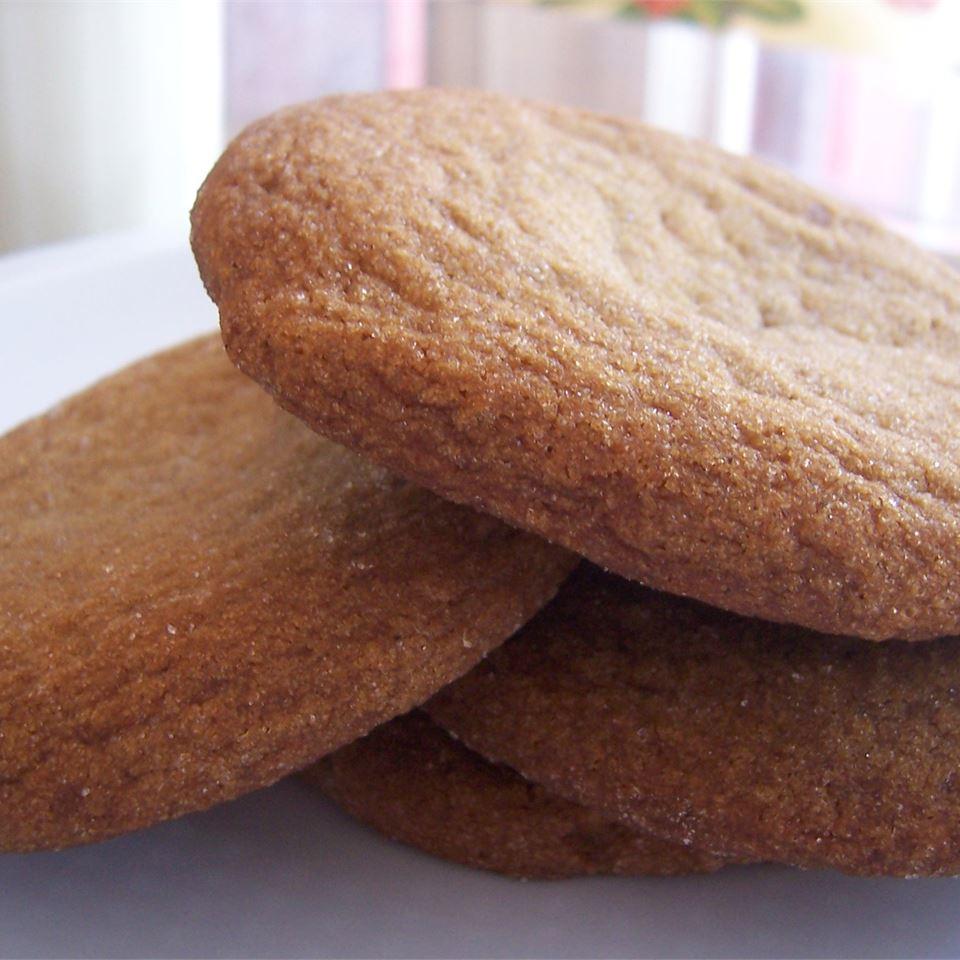 Molasses Sugar Cookies I lizzie21