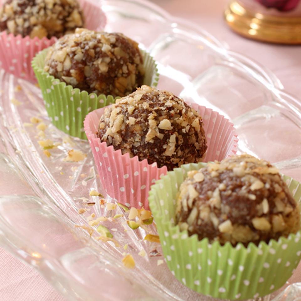 Raw Food Snacks - Cinnamon Bun Balls AngelasHeaven.com