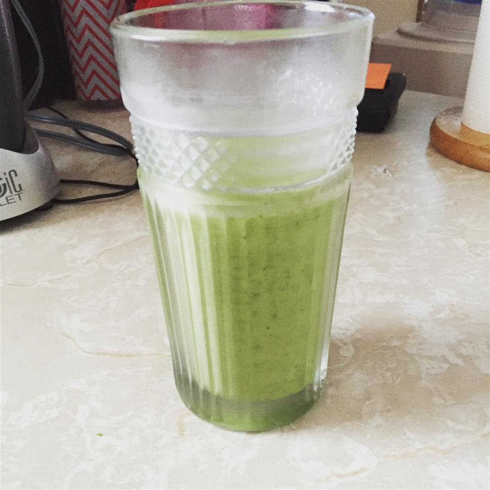 Spinach and Kale Smoothie twin1