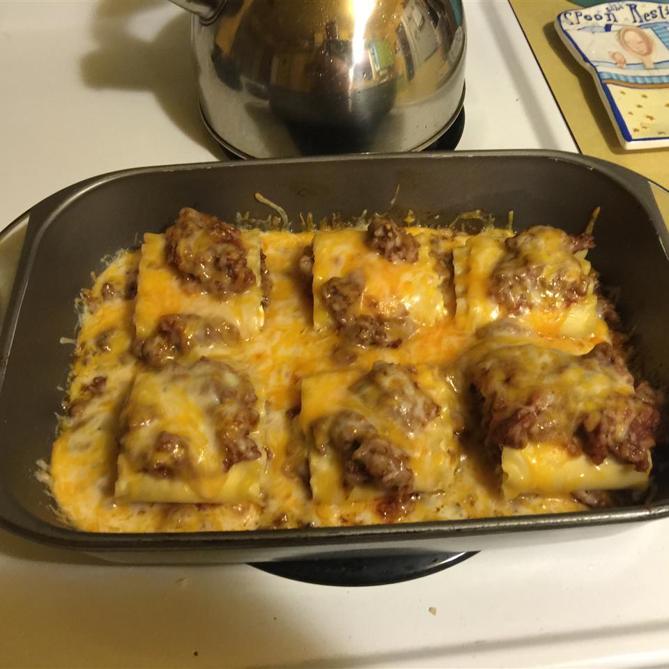 Beefy Lasagna Roll-Ups