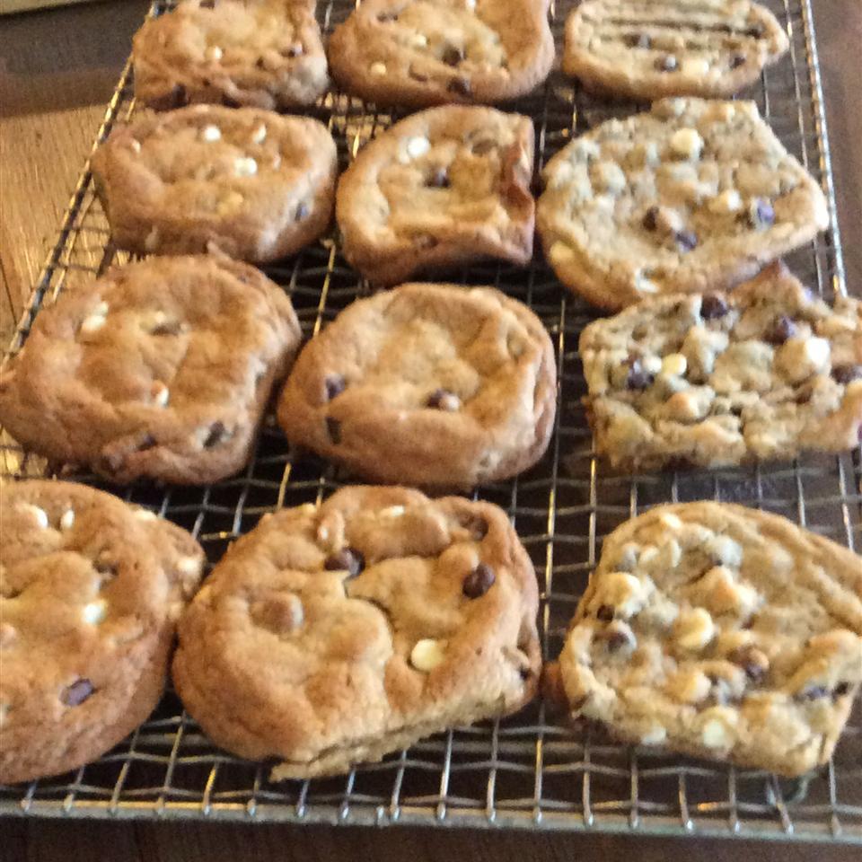Best Ever Chocolate Chip Cookies II ivy