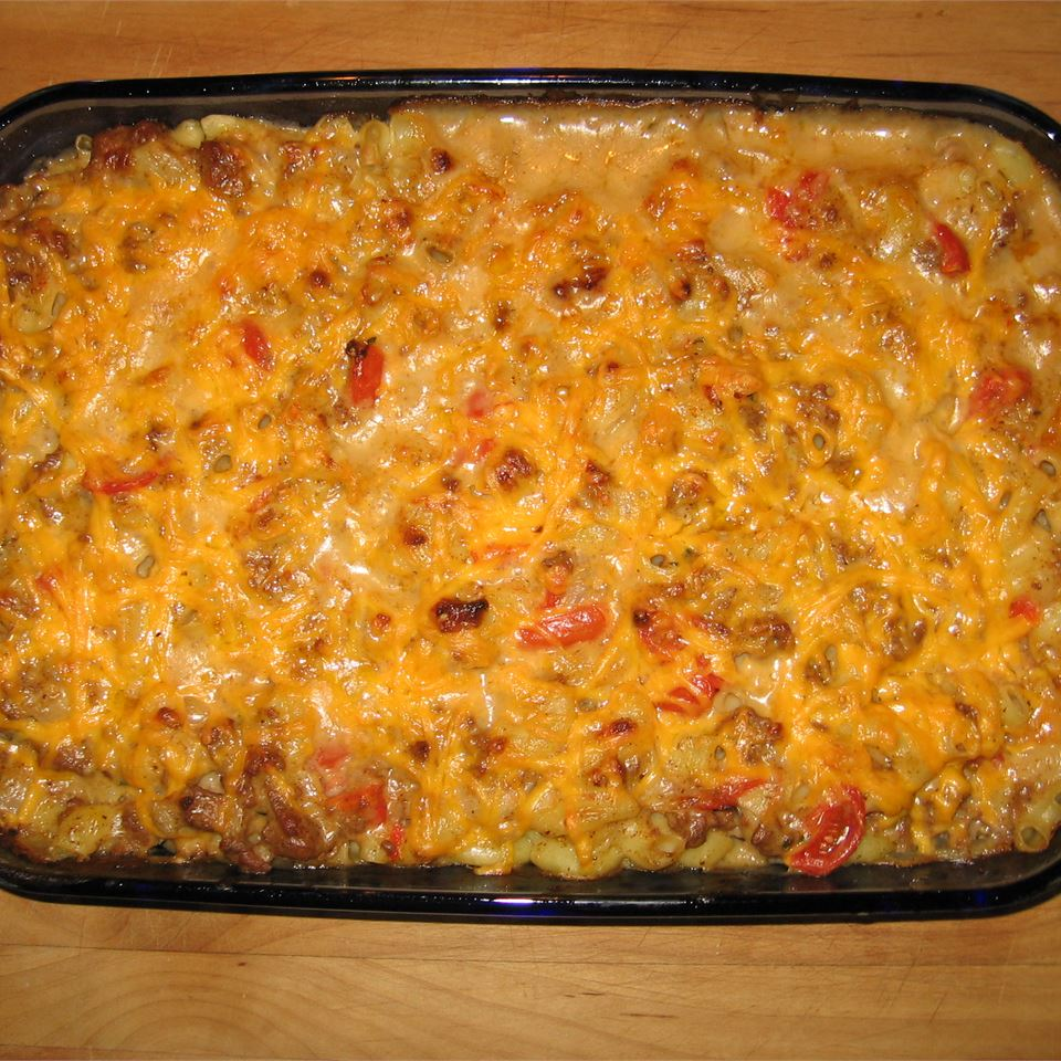 Cheesy Macaroni and Beef Casserole with Thyme Les