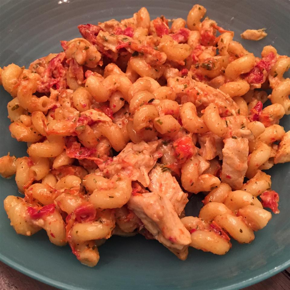 Chicken, Garlic, and Sundried Tomato Pasta Beth Moss
