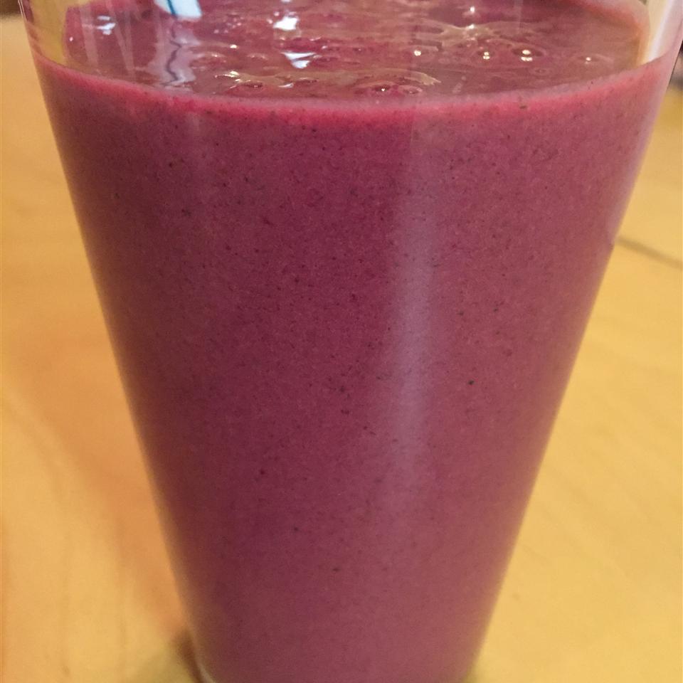 Kale and Berries Breakfast Smoothie