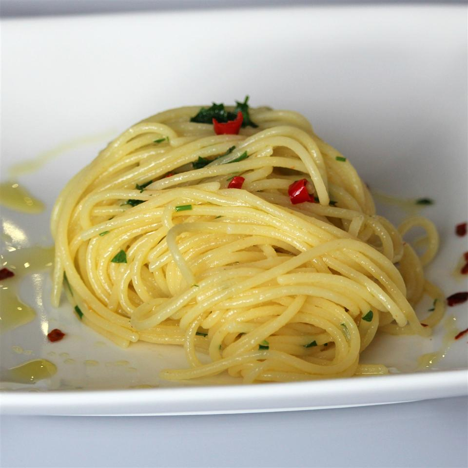 Gluten Free Spaghetti with Garlic & Red Pepper
