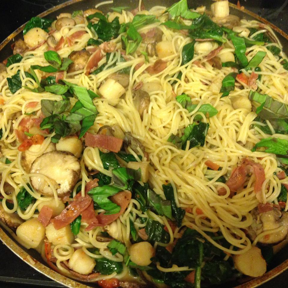 Angel Hair Pasta and Scallops with Margherita® Prosciutto Pat Pape