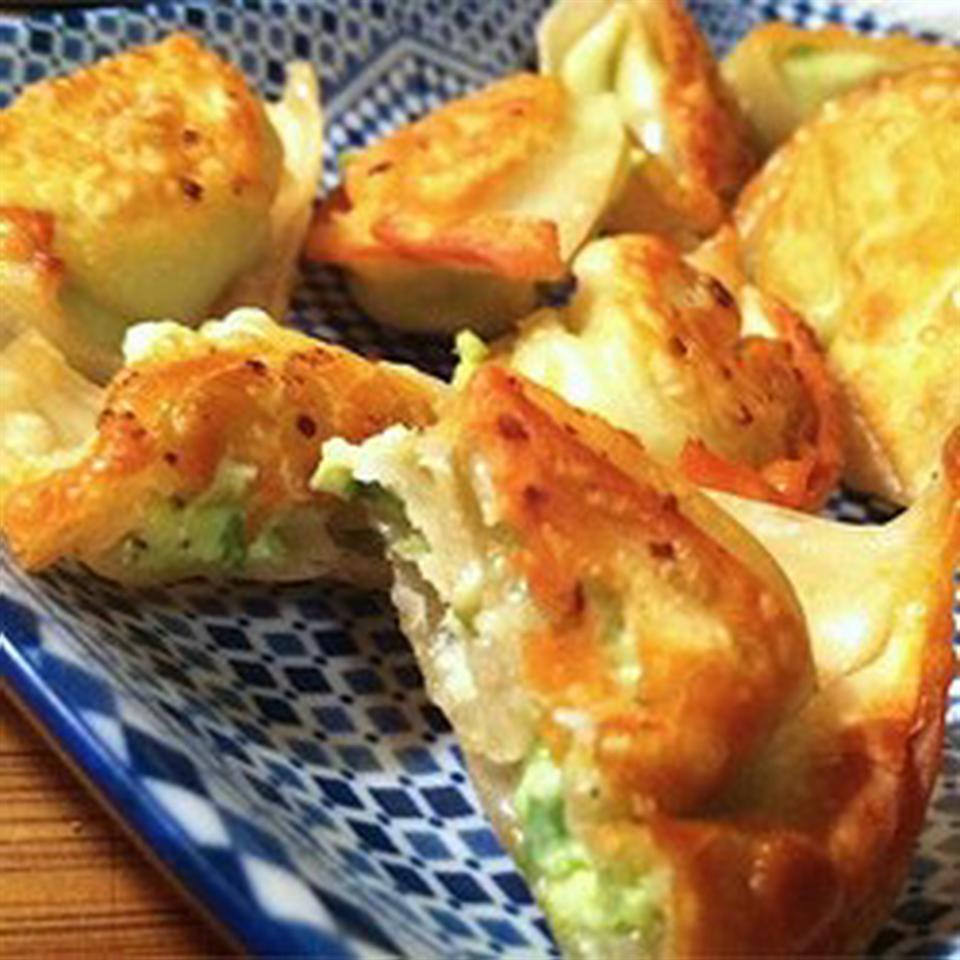 Khanom Jeeb (Pork and Shrimp Dumplings)