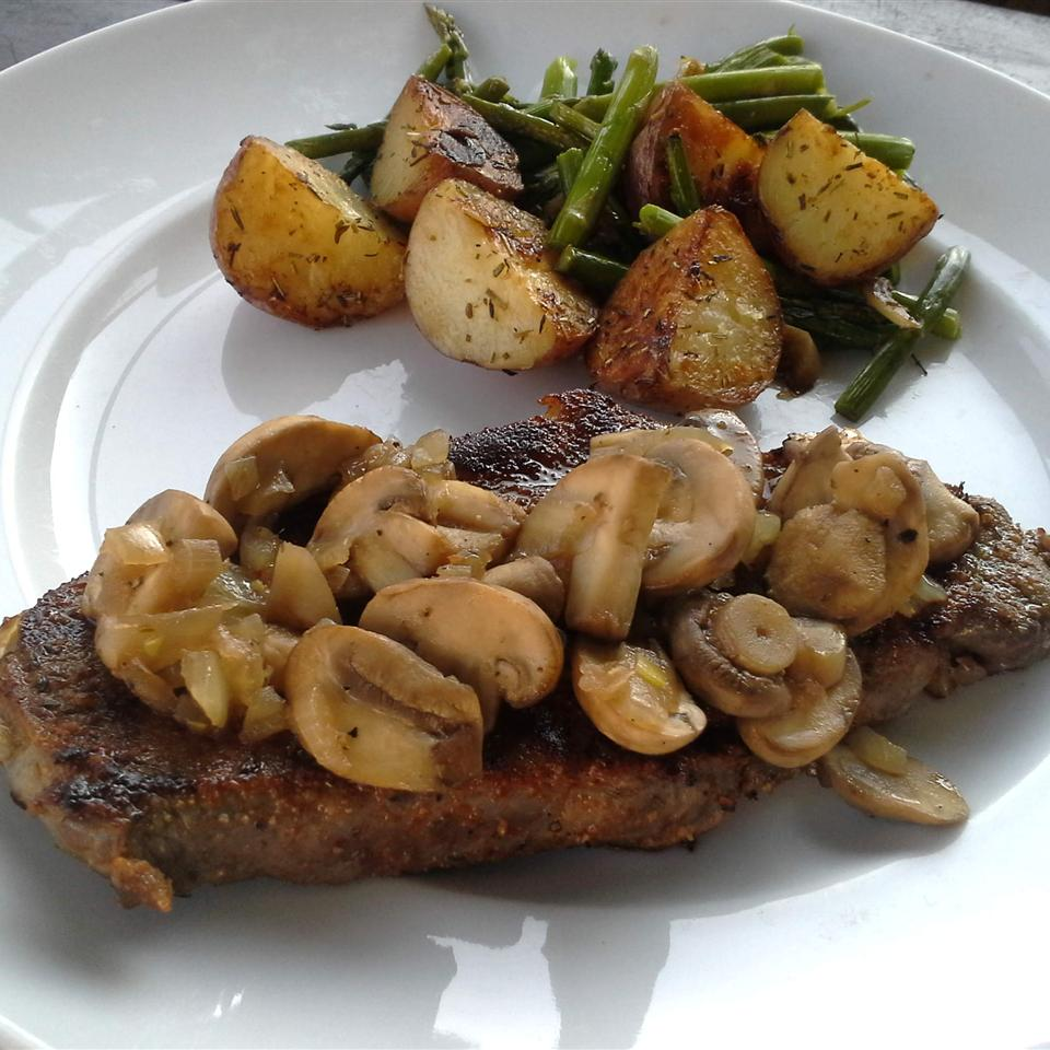 Thyme-Rubbed Steaks with Sauteed Mushrooms Rock_lobster