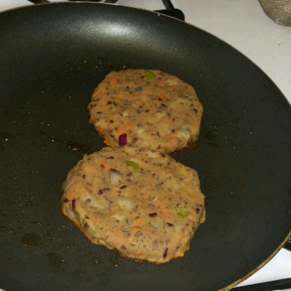 Black Bean and Potato Veggie Burgers Carolina Torres