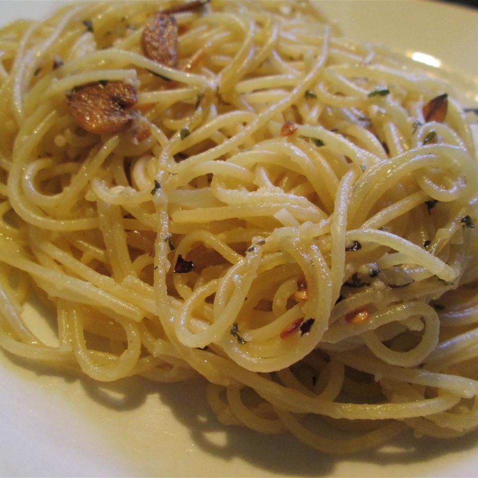Gluten Free Spaghetti with Garlic & Red Pepper Manda