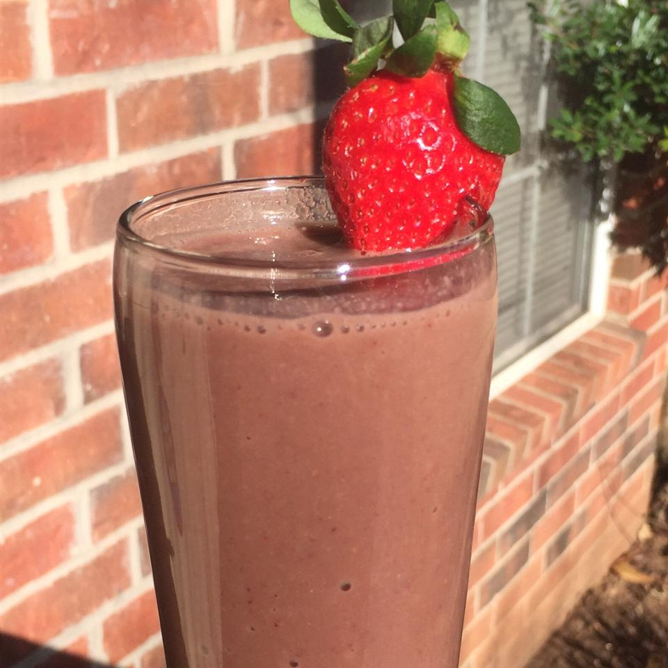 Chocolate Strawberry Sapodilla Smoothie