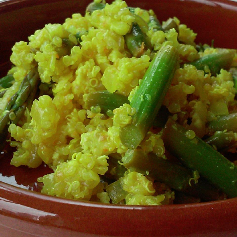Crunchy Lemon Quinoa and Asparagus Bowl Cazuela