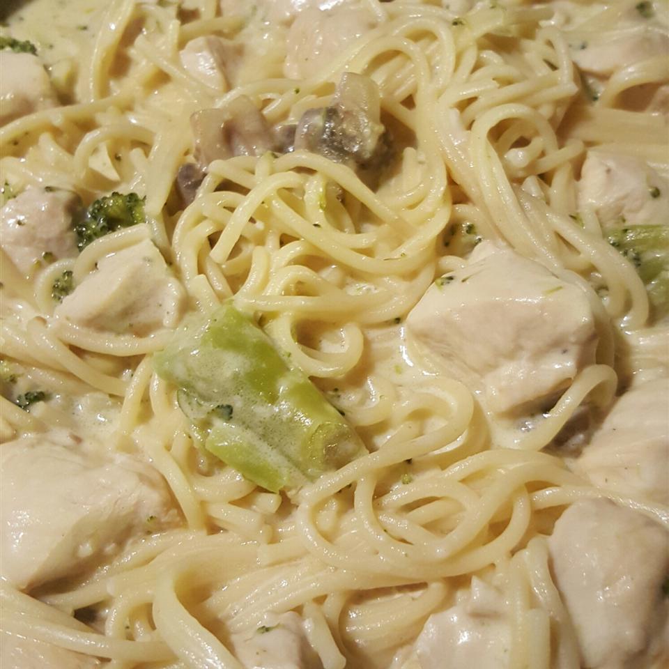 Chicken Linguine a la Me BLONDIE1020