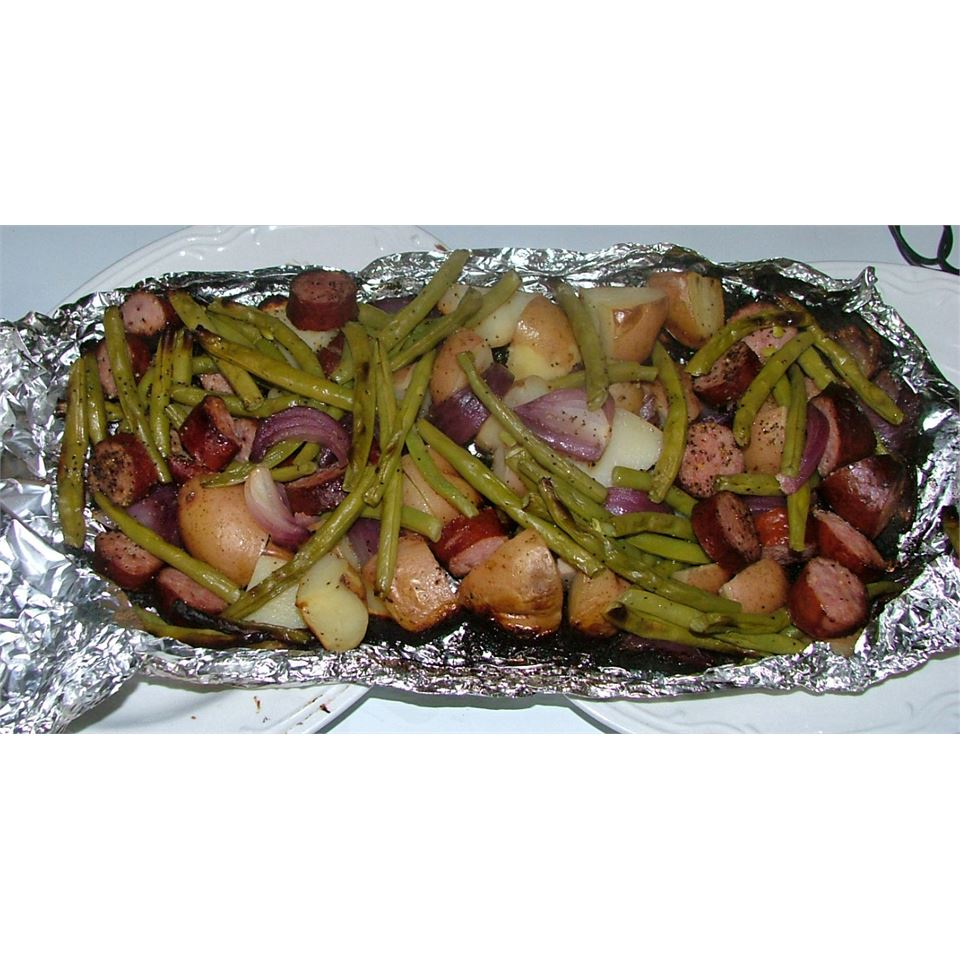 Grilled Sausage with Potatoes and Green Beans