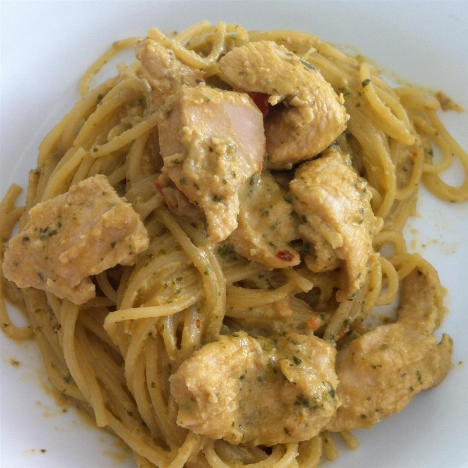 Phenomenal Chicken and Pasta in Creamy Pesto Sauce