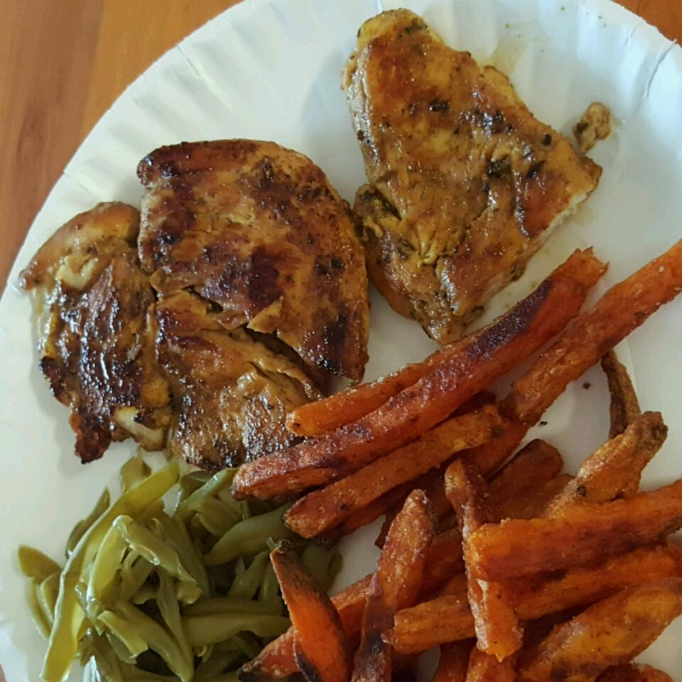 Bessy's Zesty Grilled Garlic-Herb Chicken