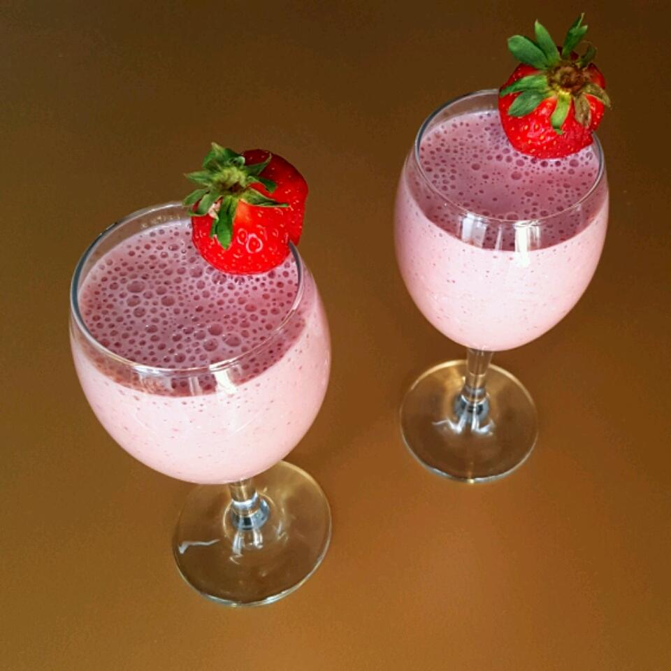 Strawberry Oatmeal Breakfast Smoothie Sam