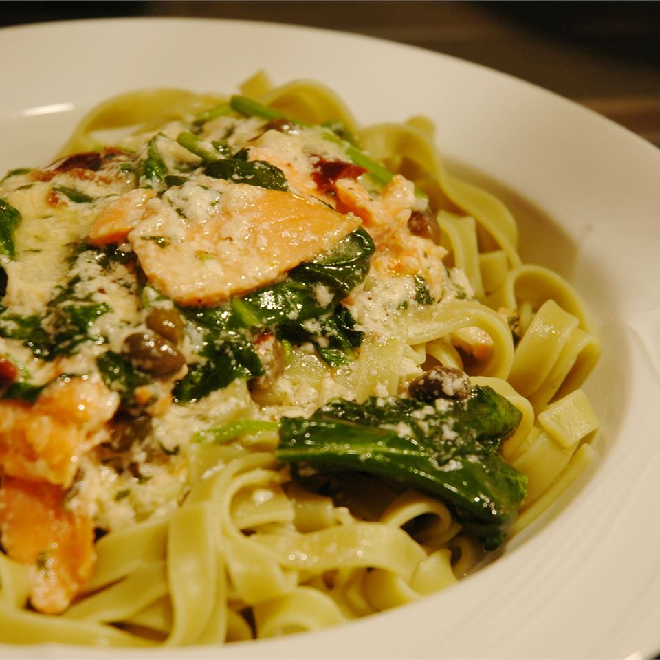 Salmon and Spinach Fettuccine