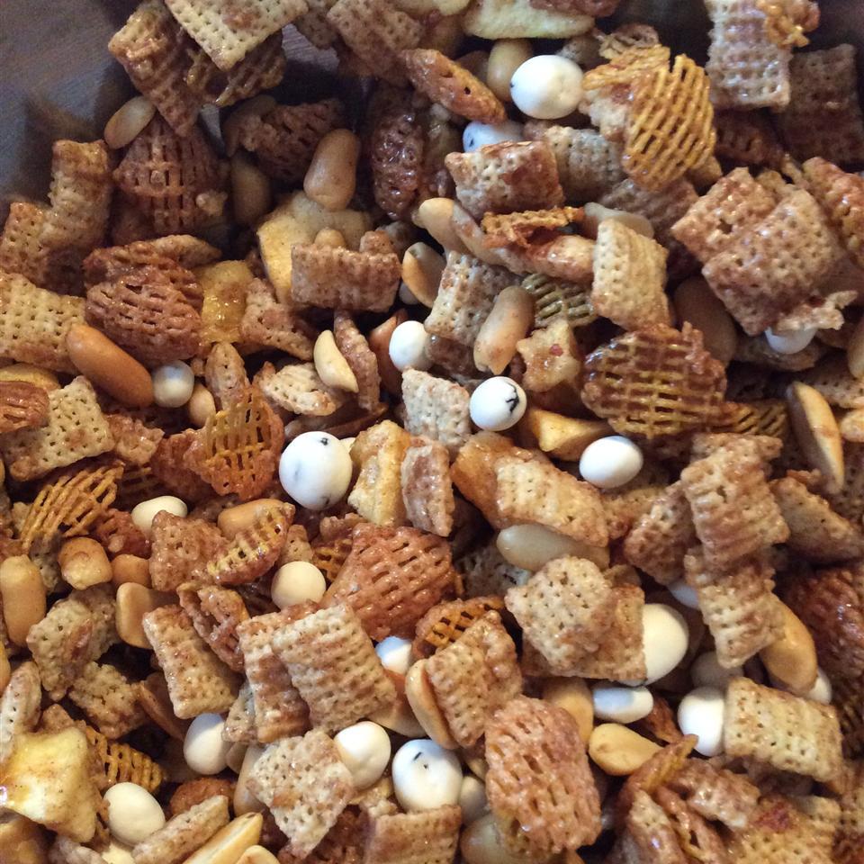 Cinnamon-Apple Chex® Mix Jody