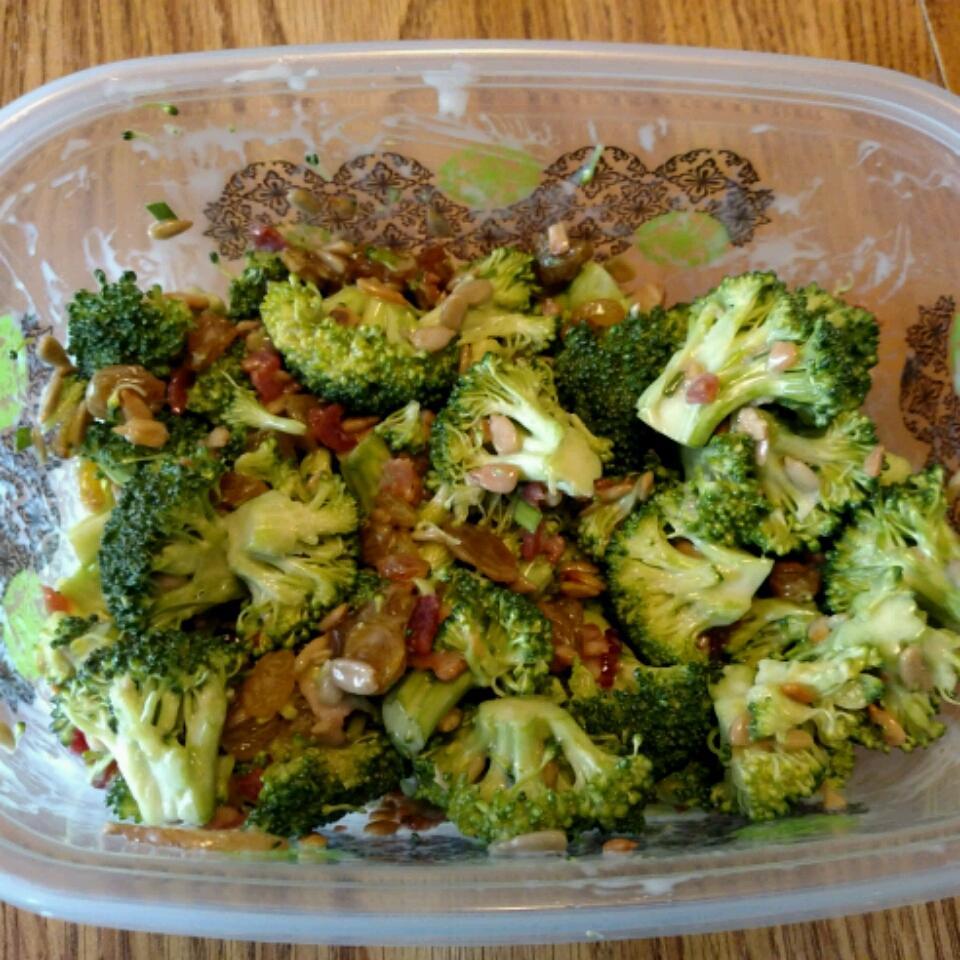 Broccoli Salad I Samica