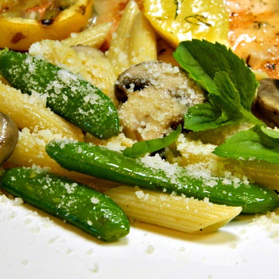 Pasta With Sugar Snap Peas, Parmesan and Mushrooms