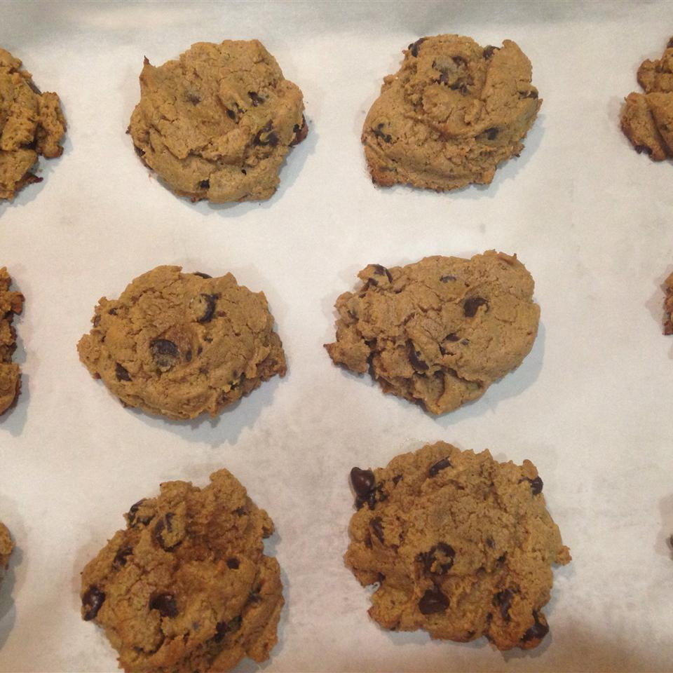 Daddy Cookies (Gluten- and Grain-Free Peanut Butter and Chocolate Chip Cookies) Saferhomemom