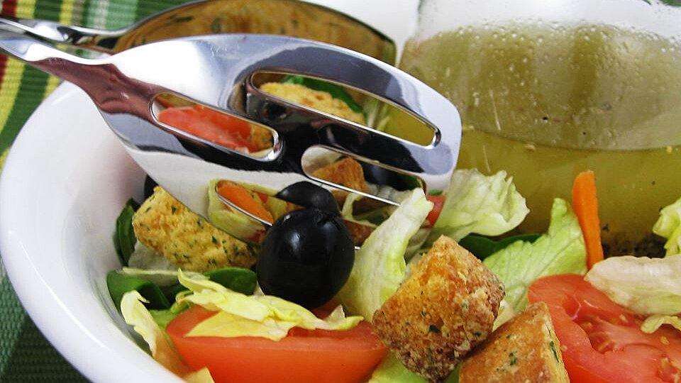 Italian Restaurant-Style Salad Dressing I
