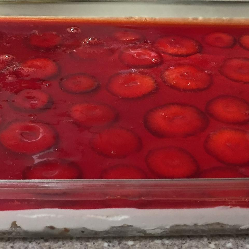 Judy's Strawberry Pretzel Salad CHERBH