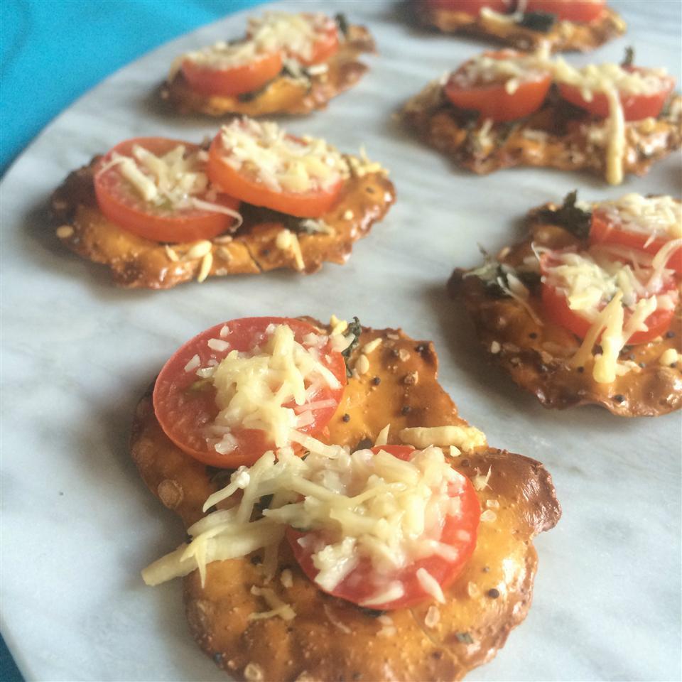 Tomato, Cheese and Basil Pretzel Crisps® Bites Staci