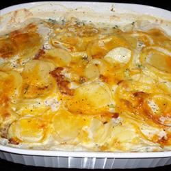 Easy Cheese and Ham Scalloped Potatoes