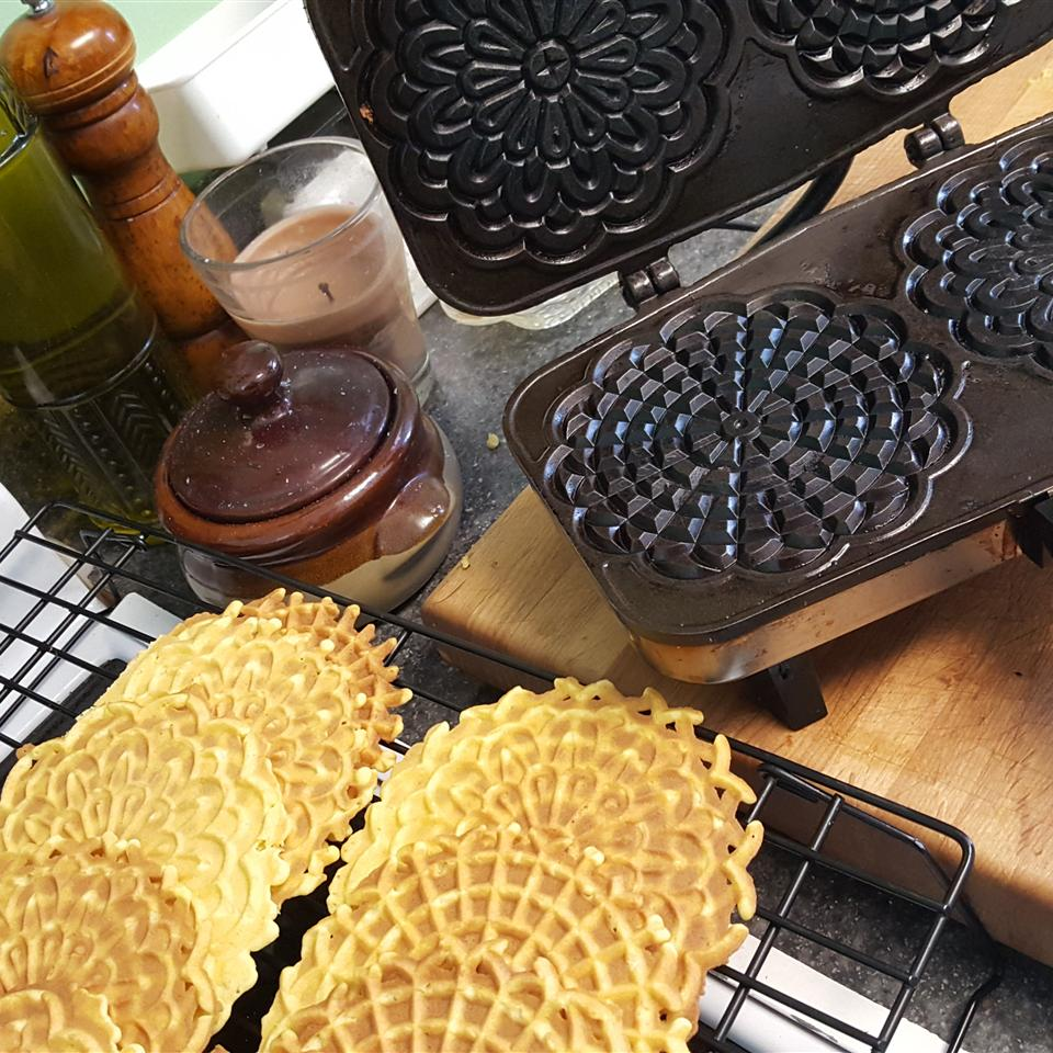 Pizzelle-Italian Tradition mkhthouse