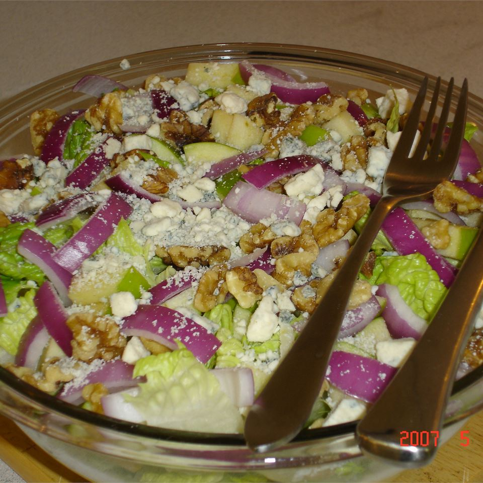 Romaine With Apple, Pecans and Blue Cheese MOLLE888