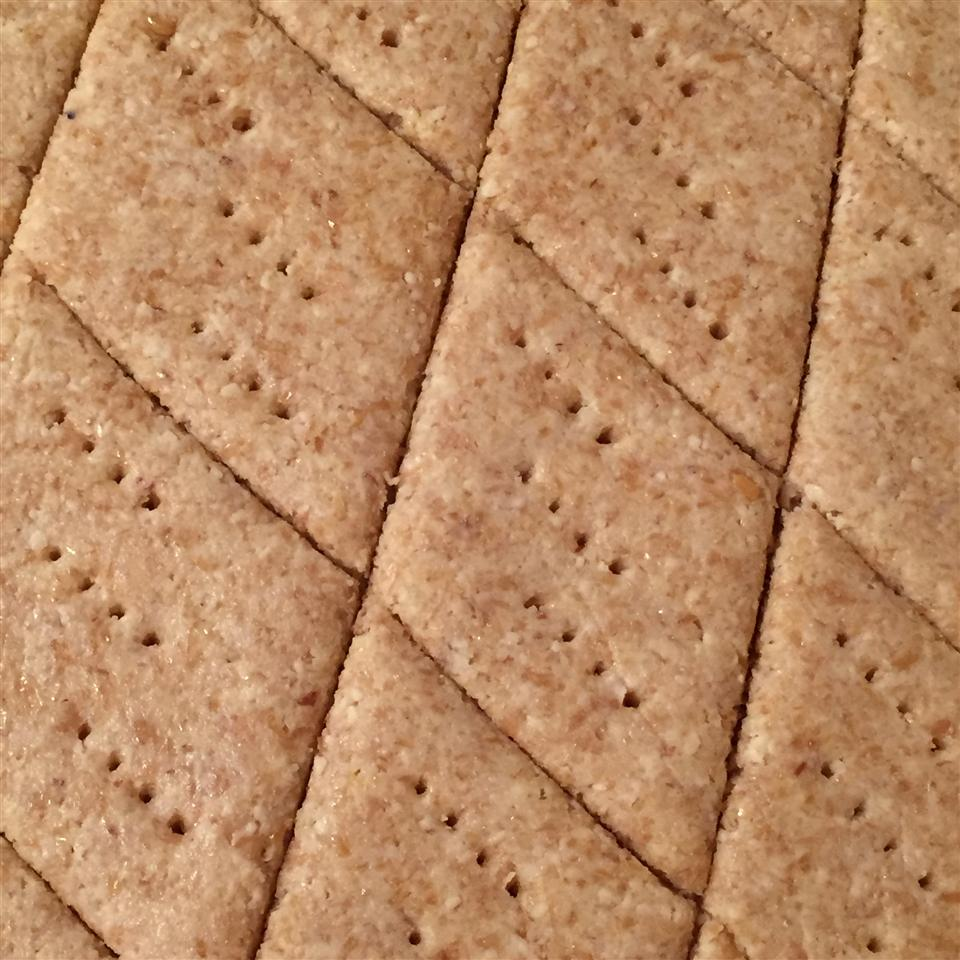 Low-Carb Almond Garlic Crackers
