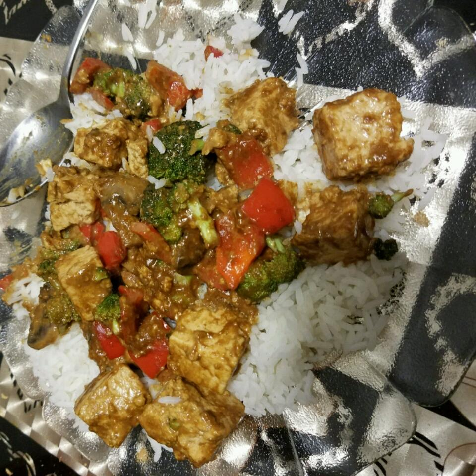 Tofu and Veggies in Peanut Sauce am665