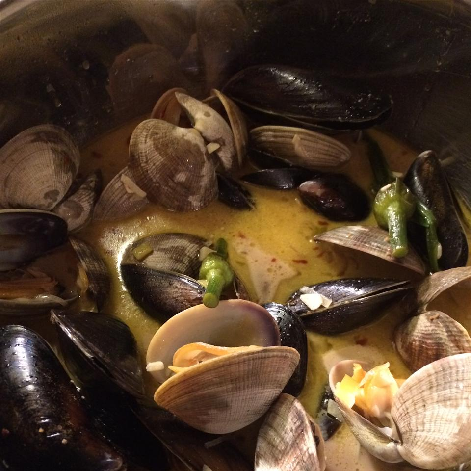 Mussels in White Wine Sauce Brook Hiland- Hennefer