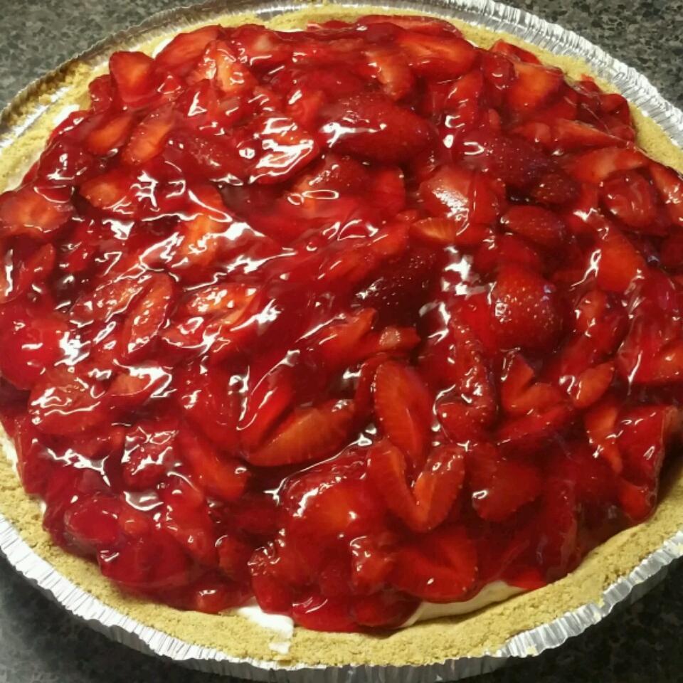 Strawberry Cream Pie To Die For amelia418