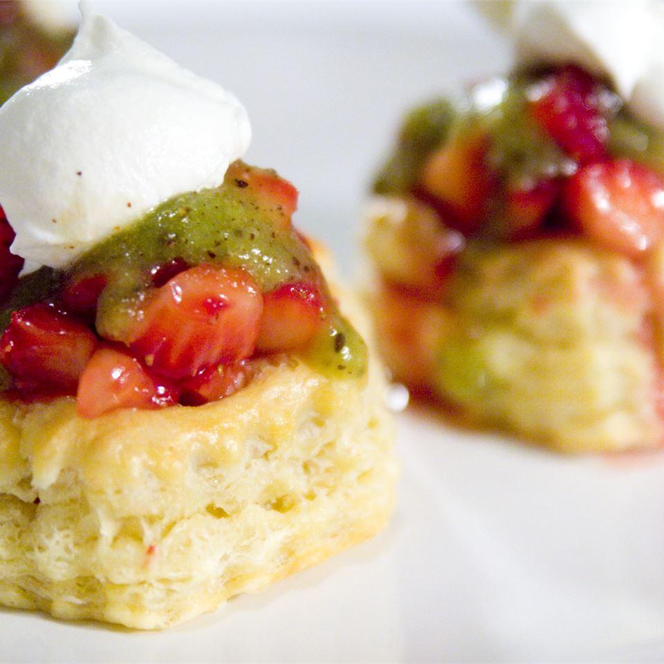 Strawberry Kiwi Tartlets ilkaisha