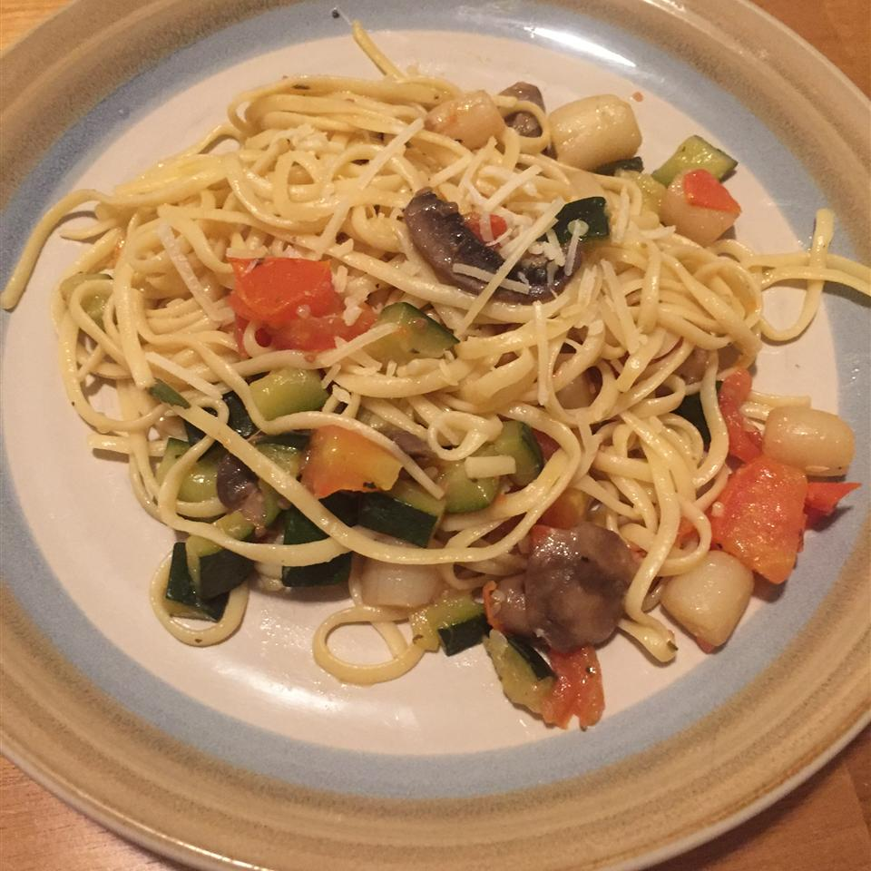 Pasta with Scallops, Zucchini, and Tomatoes Carla