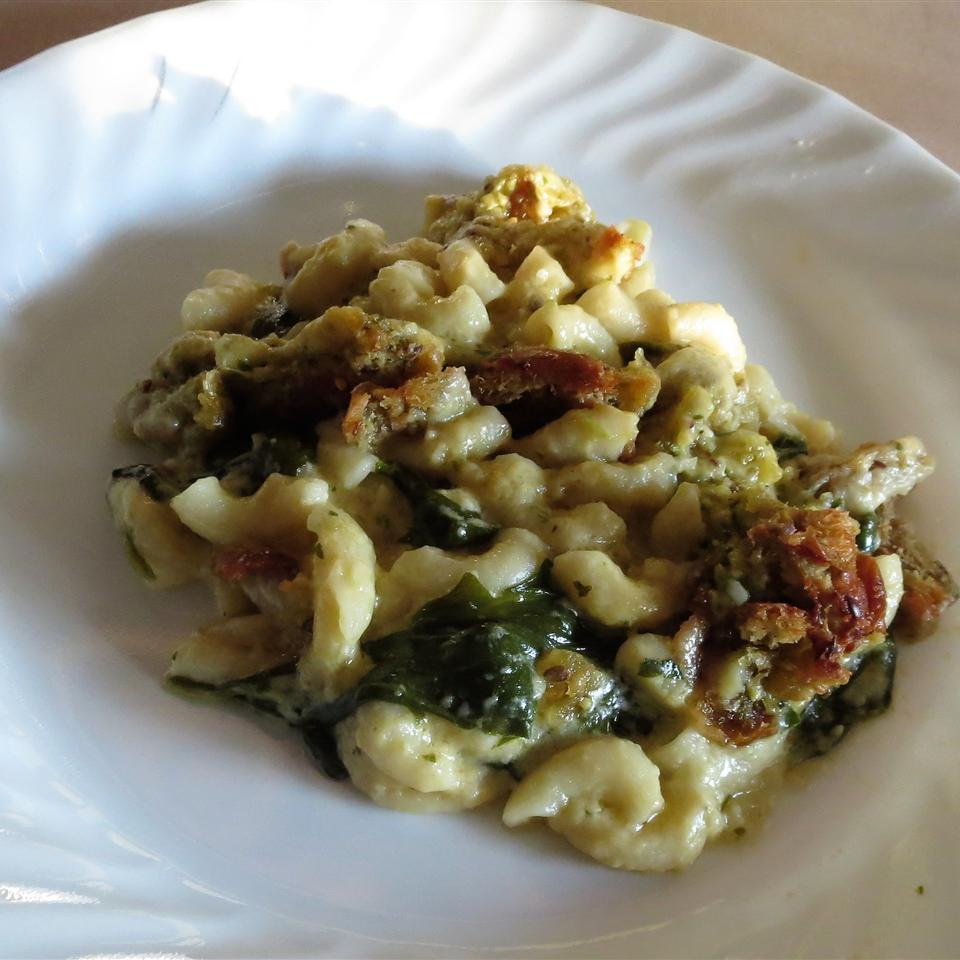 Spinach Power Pesto Macaroni and Cheese