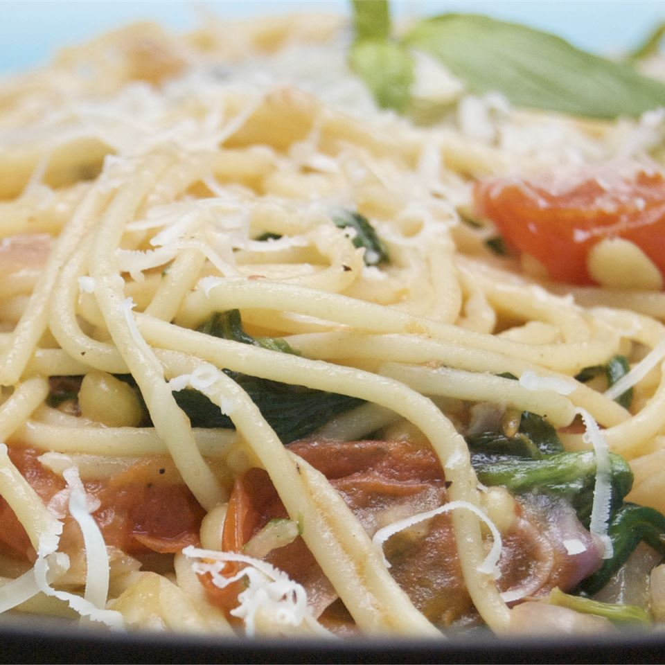 High-Protein Spaghetti with Spinach and Tomato Sauce