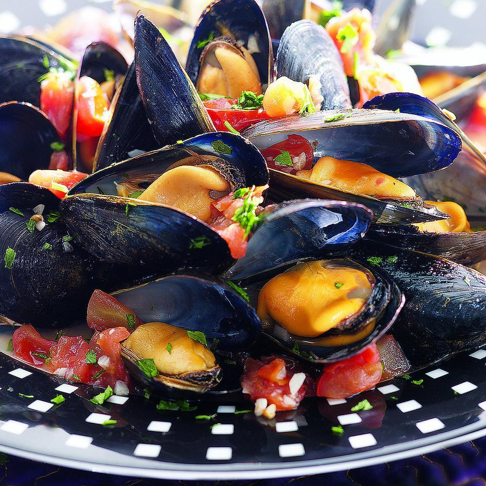 With fresh mussels increasingly available at supermarket fish counters, you can easily make this bistro favorite at home.