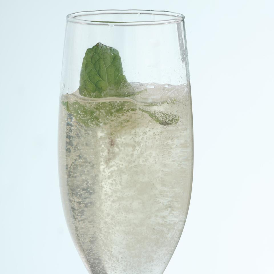 Elderflower Sparklers (Hyldeblomst Cocktails) Joyce Hendley
