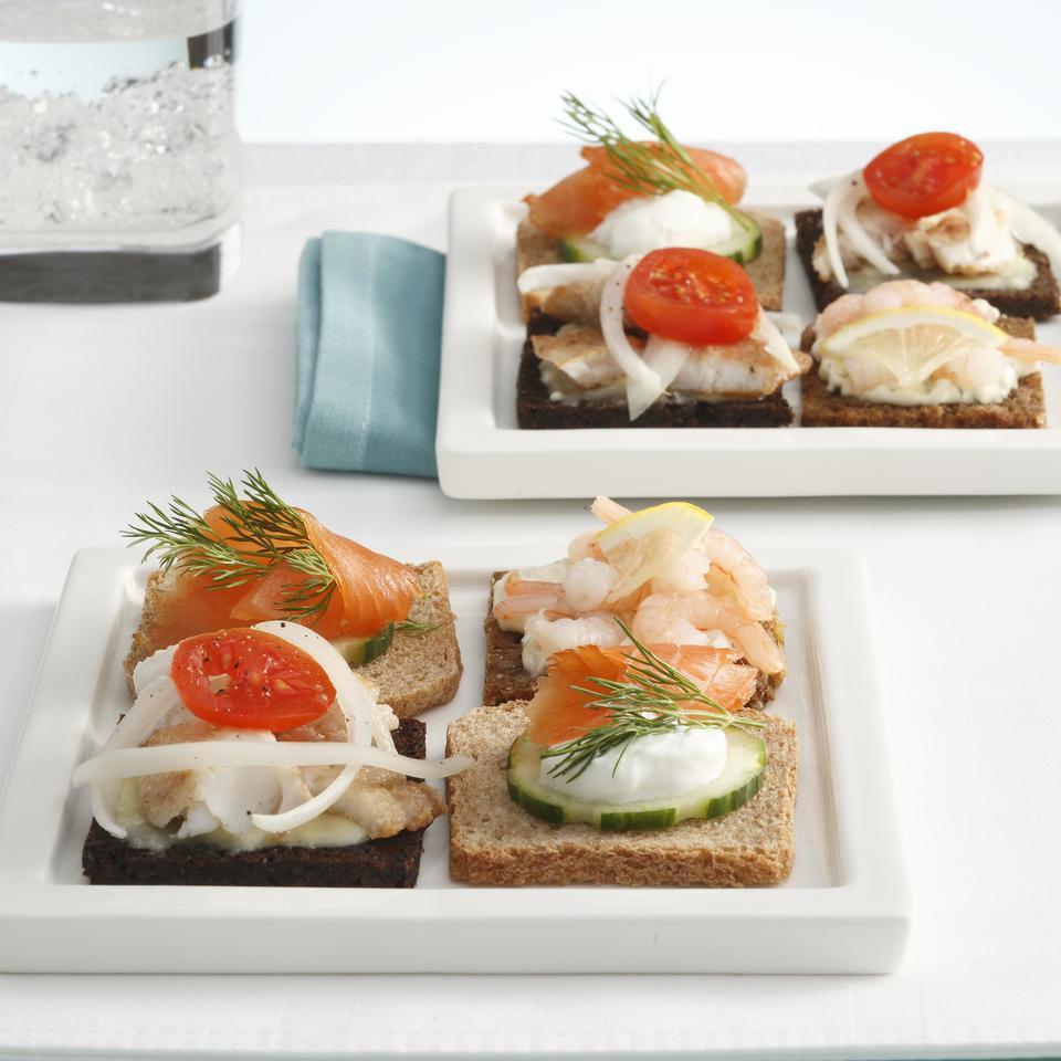 Shrimp Mini Smorrebrod (Smorrebrod med Rejer) Joyce Hendley