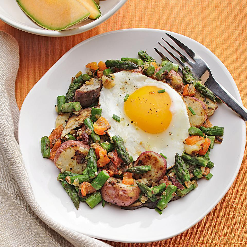Made with asparagus, roasted red pepper and mushrooms, this hash has a fresh and light, springtime taste. Serve with hearty whole-grain toast for an easy vegan breakfast or with an egg on top for a vegetarian take. Source: EatingWell Magazine, March/April 2012