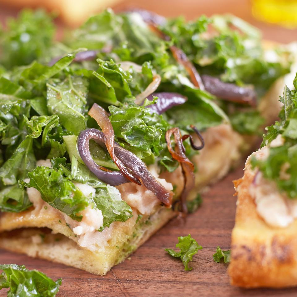 Roasted Garlic, White Bean & Kale Pizz'alad Hilary Meyer