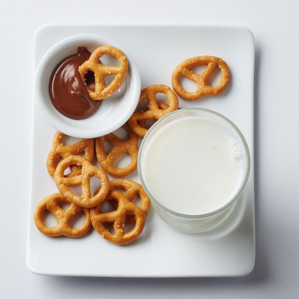 Pretzels with Dark Chocolate & Peanut Butter Sara Haas, R.D.N., L.D.N.