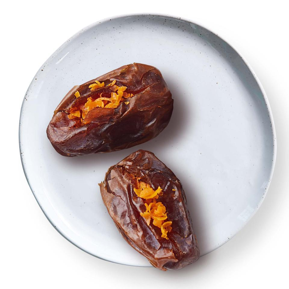 Almond-Stuffed Dates Sara Haas, R.D.N., L.D.N.