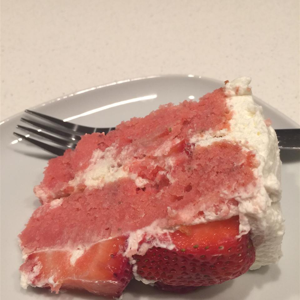 Strawberries and Cream Cake HERLIN