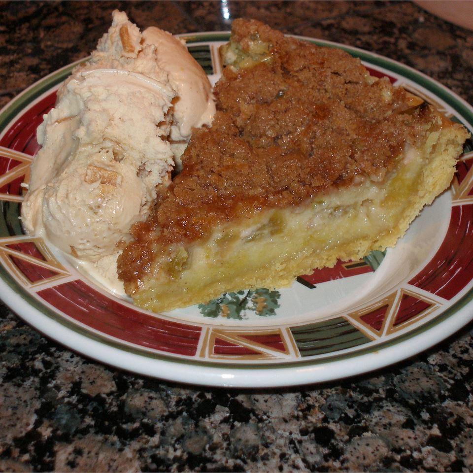 Sour Cream Rhubarb Pie WOODSKY